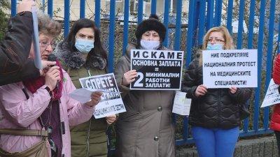 Медицински сестри и санитари от Варна с флашмоб в подкрепа на протеста в София