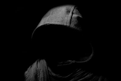 Нападатели с качулки малтретираха и обраха самотно живееща жена във Великотърновско