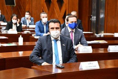 Правителството на Зоран Заев оцеля след вота на доверие