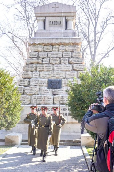 Поклонение пред Докторския паметник за загиналите медици в Руско-турската освободителна война