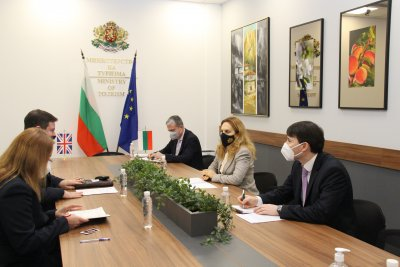 Да се облекчи пътуването между България и Великобритания, призова Марияна Николова