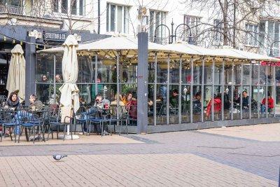 Отвориха ресторантите: Какви ограничения ще спазват клиентите?