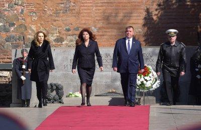 Тържествена церемония пред паметника на Незнайния воин в София