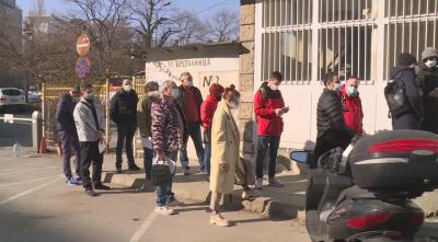Напрежение пред пунктовете за ваксинация във Варна