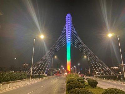 Българското знаме огря емблематичния мост Милениум