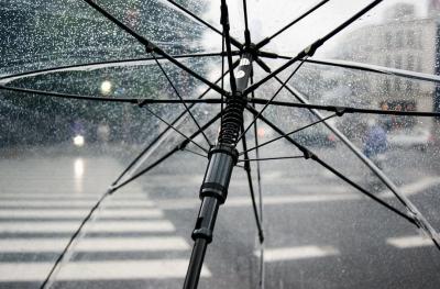 Дъжд и сняг през целия ден, до полунощ валежите спират