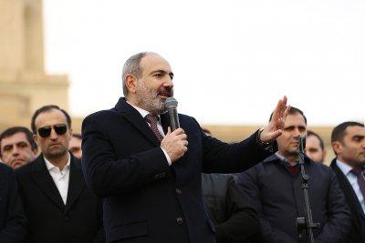 Премиерът на Армения приема предсрочни избори, но при определени условия