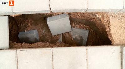 Пловдивчанин пропадна в дупка в новоремонтиран тротоар