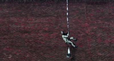 Графит на Банкси се появи върху стена на затвор в Англия