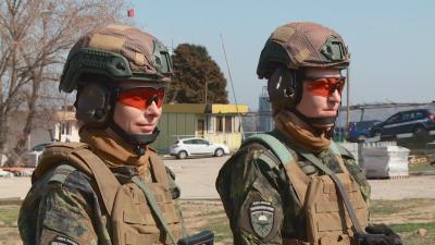 Как жените в армията посрещат 8 март