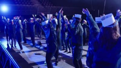 Опитно парти в Нидерландия: Доброволци се забавляват при различни антиковид мерки