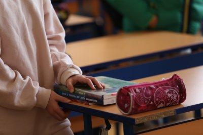 Затягат мерките в София: Големите ученици ще учат онлайн, забраняват събиранията на групи на открито