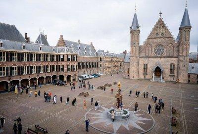 Масовият избирател гласува в третия ден на вота в Нидерландия
