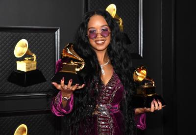 """Наградите """"Грами"""": Песен на годината е хит, вдъхновил протести в САЩ"""