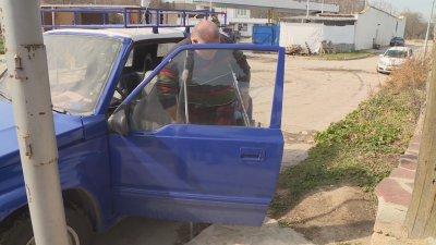 Мъж с ампутиран крак от Варна пътува до София, за да поднови шофьорската си книжка