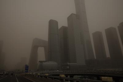 Пекин е засипан от пясъчна буря