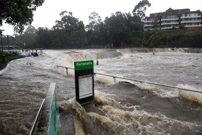 Опасни наводнения в Австралия, стотици хора се евакуират (Снимки)