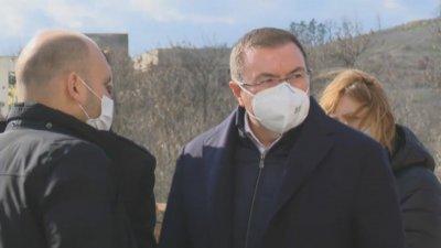 Министър Ангелов: Родилка, новородено и две бременни са с COVID-19 в Ямболската болница