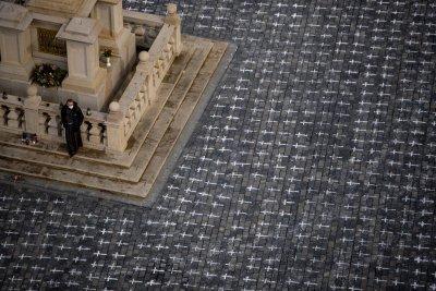 Хиляди кръстове в центъра на Прага в памет на жертвите на COVID-19