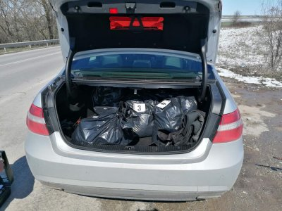 Иззеха нелегален тютюн от автомобил в Шумен