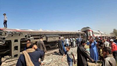 32 души загинаха в голяма влакова катастрофа в Египет
