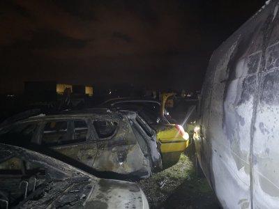 Мъж изпепели 8 таксита в пловдивско село