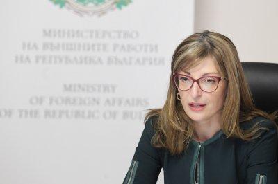 Захариева изпрати консул от Скопие да реши проблем с дарение от български книги