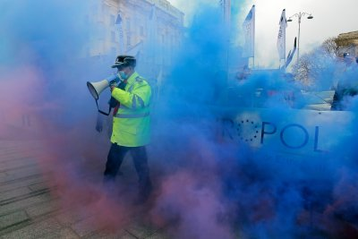 Полицаи протестираха срещу ниските заплати и лошите условия за работа в Букурещ