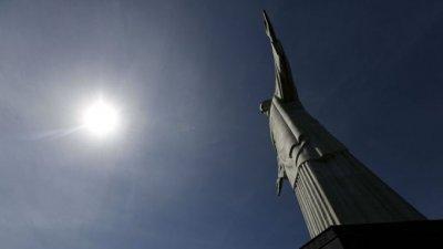 Ремонтират статуята на Исус Христос в Рио де Жанейро
