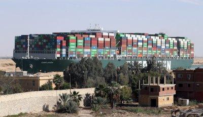 """Суецкият канал вече е свободен за преминаване, """"Евър гивън"""" е преместен"""