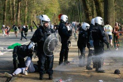 Първоаприлска шега доведе до хаос и арести в Брюксел (Снимки)
