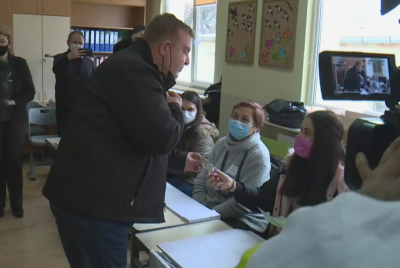 Красимир Каракачанов гласува в Плевен