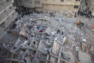 Девететажна сграда се срути в Кайро, няма пострадали българи