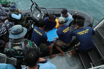 Откриха втората черна кутия на индонезийския боинг