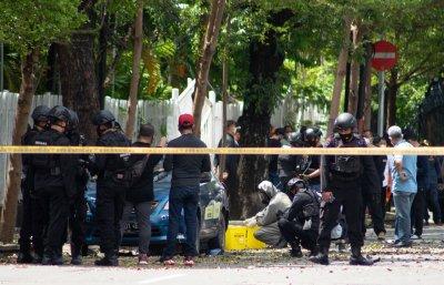 Експлозия пред католическа църква навръх Палмова неделя в Индонезия