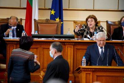 8-часови дебати във втория ден на новия парламент (Снимки)
