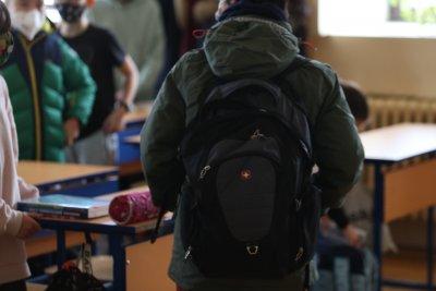 Присъствено в училищата се връщат учениците от 1 до 4 клас