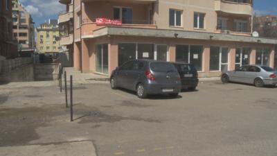 """Жител на """"Люлин"""" загради парцел, отреден за булевард - иска 50 лева наем"""