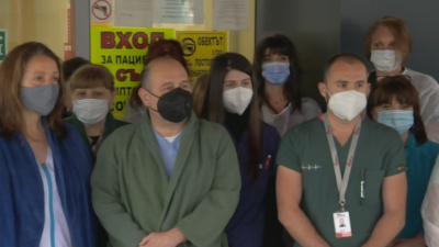 Минута мълчание в памет на медиците, загубили битката с COVID-19