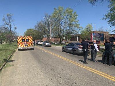 Загинал ученик и ранен полицай при стрелба в гимназия в Тенеси