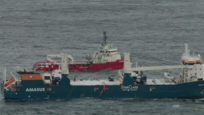 Успяха да закачат за тегличи бедстващия кораб край Норвегия