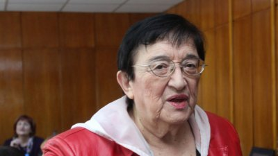 Мика Зайкова открива първото заседание на новия парламент