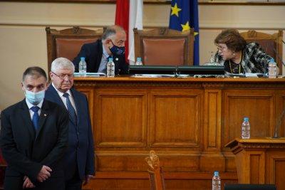 Напрежение и скандали в пленарната зала - за какво се караха депутатите