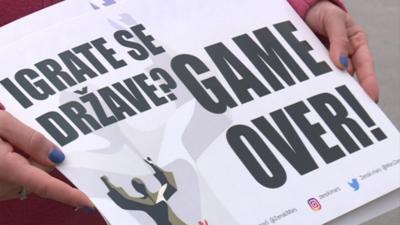 """Протести в Босна """"за"""" затягане на мерките срещу коронавируса"""