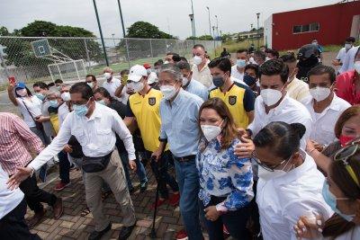 Избори в Еквадор и Перу