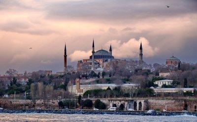 Турция обмисля пълно затваряне