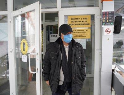 """В """"Св. Иван Рилски"""" по телефона записват за ваксинация хора над 65 г."""