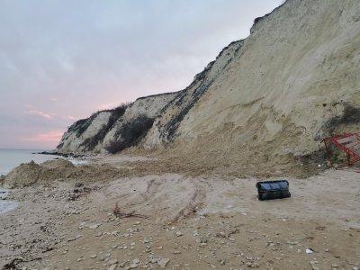 Багер на Белите скали и плаж Кибела край село Топола