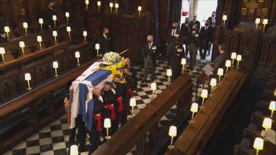 С море от цветя и аплодисменти Великобритания изпрати принц Филип в последния му път