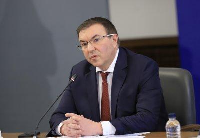 Министър Ангелов свиква извънредно заседание на ваксинационния щаб